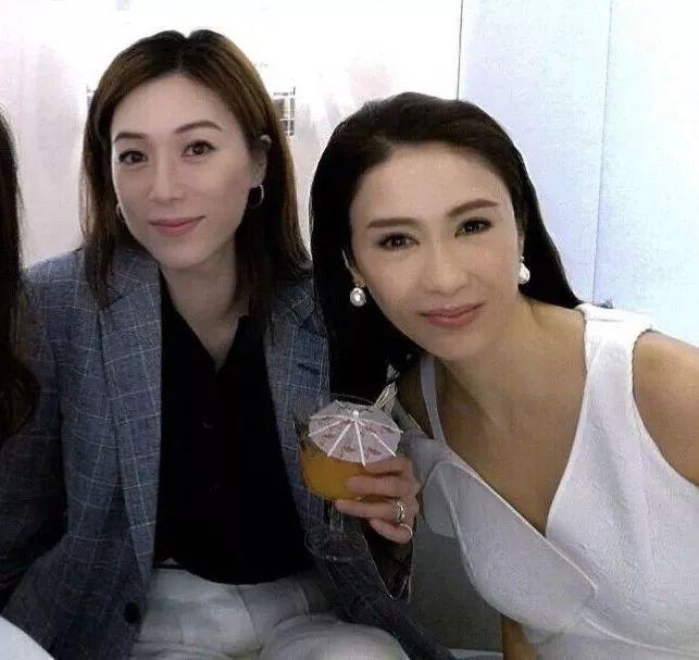 有人45岁还能吊打刘亦菲,有人为亡夫终身不再嫁...那些年的港星都还好吗?-第3张图片