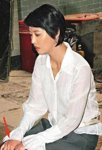 有人45岁还能吊打刘亦菲,有人为亡夫终身不再嫁...那些年的港星都还好吗?-第79张图片