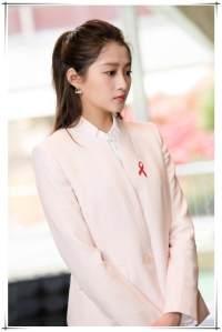 关晓彤 刘亦菲粉色搭配 兼具优雅和干练