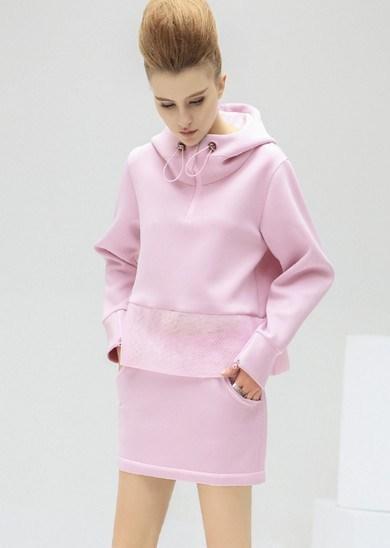 关晓彤 刘亦菲粉色搭配 兼具优雅和干练-第10张图片