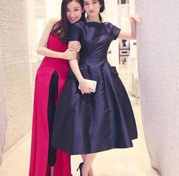 刘亦菲和倪妮同台现身活动, 淡妆的刘亦菲被认成倪妮的助理!-第4张图片
