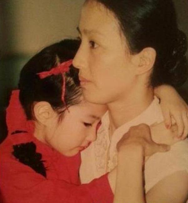 原来刘亦菲母亲长得这么漂亮-第2张图片