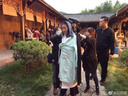 刘亦菲 水戏-第2张图片