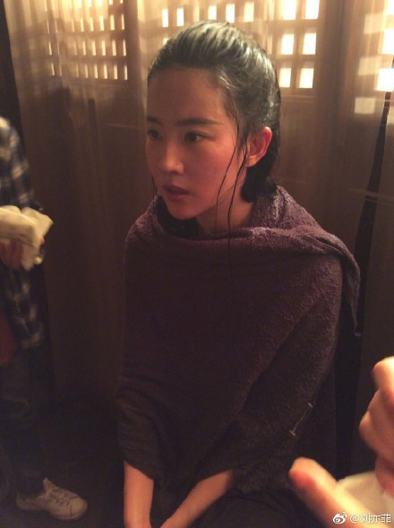 刘亦菲 水戏-第3张图片