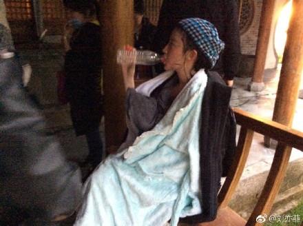 刘亦菲 水戏-第6张图片