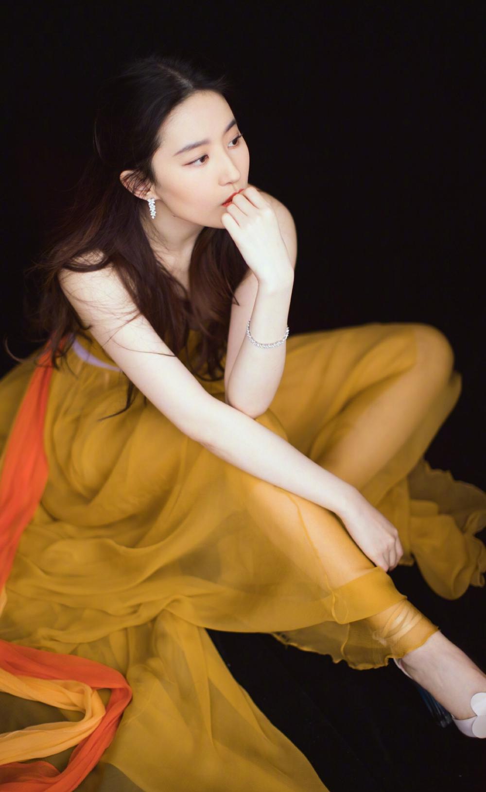 肌肤胜雪,容色绝丽—刘亦菲-第3张图片