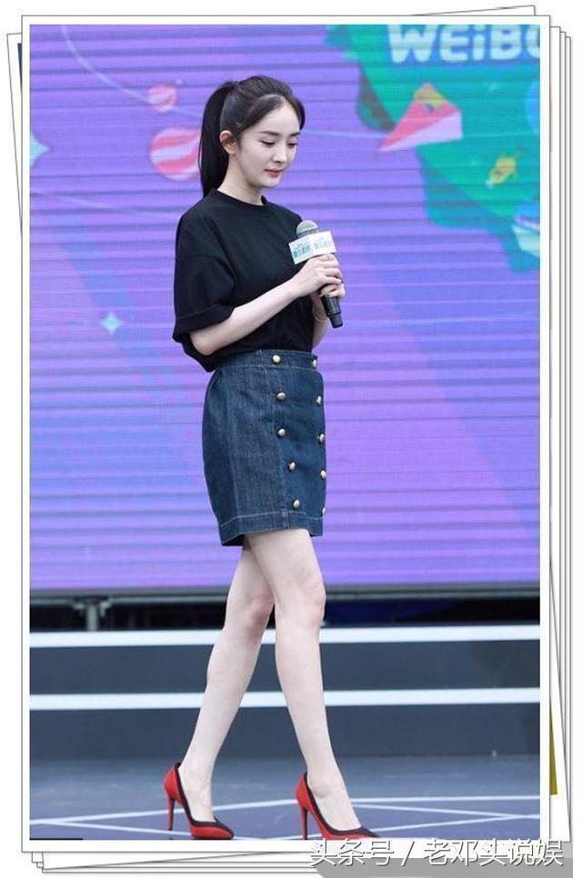 杨幂刘亦菲穿同款短裙,刘亦菲短腿被秒,网友:一胖毁所有啊!-第2张图片