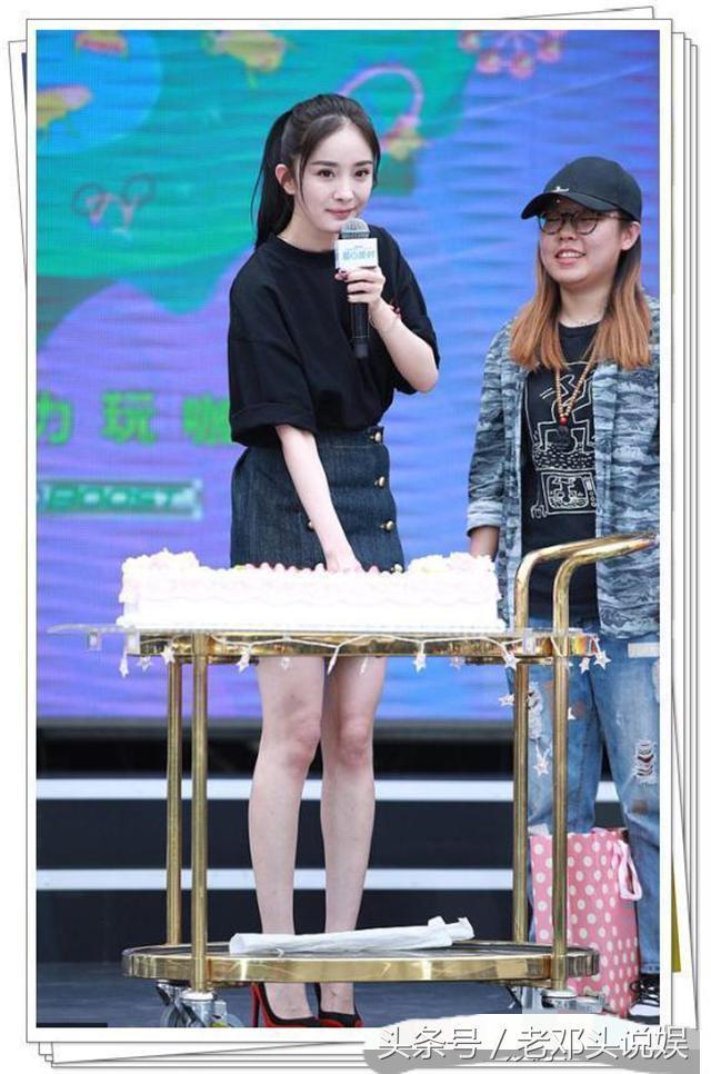 杨幂刘亦菲穿同款短裙,刘亦菲短腿被秒,网友:一胖毁所有啊!-第3张图片