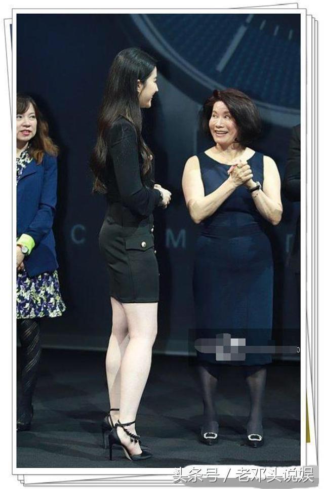 杨幂刘亦菲穿同款短裙,刘亦菲短腿被秒,网友:一胖毁所有啊!-第5张图片