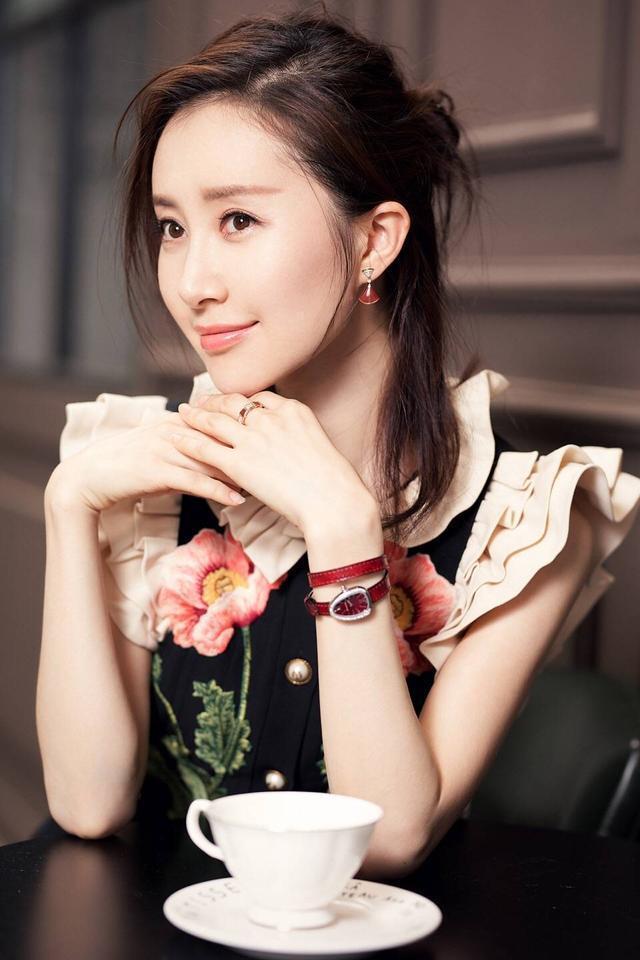 刘亦菲的好闺蜜,颜值不比刘亦菲低,只是现在依然不红-第2张图片