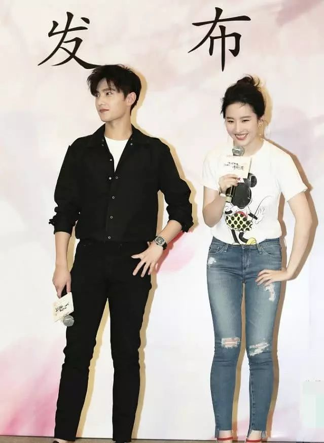 刘亦菲接受采访,网友:原来和杨洋在一起你是这样的刘亦菲-第1张图片