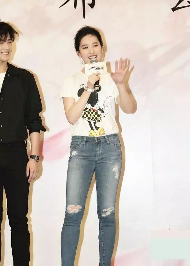 刘亦菲接受采访,网友:原来和杨洋在一起你是这样的刘亦菲-第4张图片