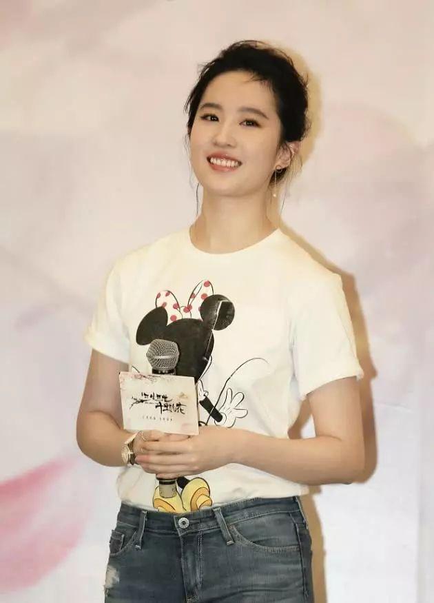 刘亦菲接受采访,网友:原来和杨洋在一起你是这样的刘亦菲-第5张图片
