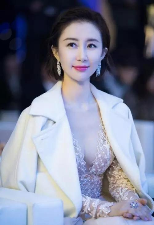 刘亦菲的好闺蜜,颜值不比刘亦菲低,只是现在依然不红-第5张图片