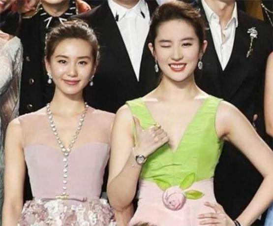 刘亦菲刘诗诗两位女神之争 刘亦菲气质更好 刘诗诗天鹅颈更优胜-第1张图片