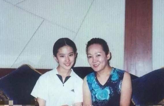 别再吹刘亦菲天仙颜了,她年轻的颜值瞬间秒过刘亦菲-第1张图片
