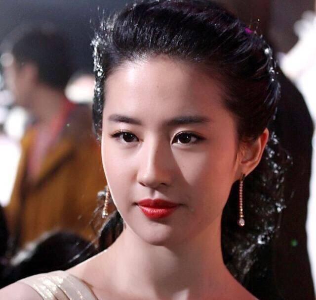 别再吹刘亦菲天仙颜了,她年轻的颜值瞬间秒过刘亦菲-第5张图片