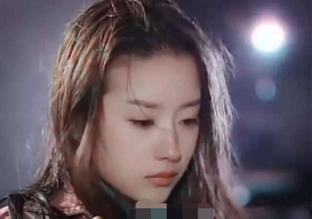 别再吹刘亦菲天仙颜了,她年轻的颜值瞬间秒过刘亦菲-第9张图片