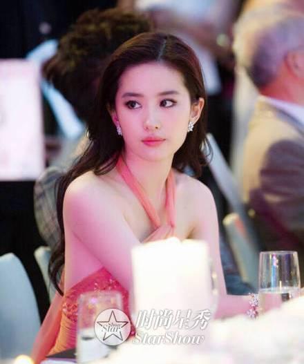 刘亦菲:那白衣飘飘,风中齐舞的仙子-第24张图片