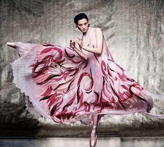 刘亦菲跳芭蕾拍时尚大片 ,引网友争议!-第8张图片