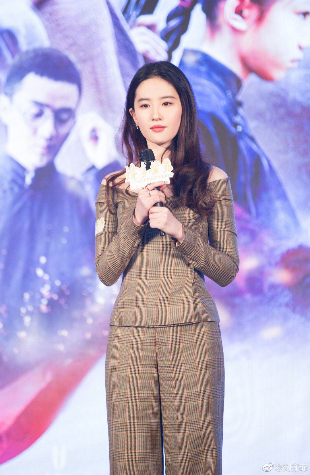 2017刘亦菲最新时装-第1张图片