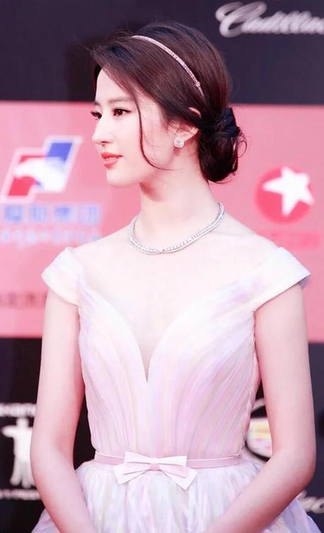 刘亦菲还是这么仙,光眼睛就能迷死人-第1张图片