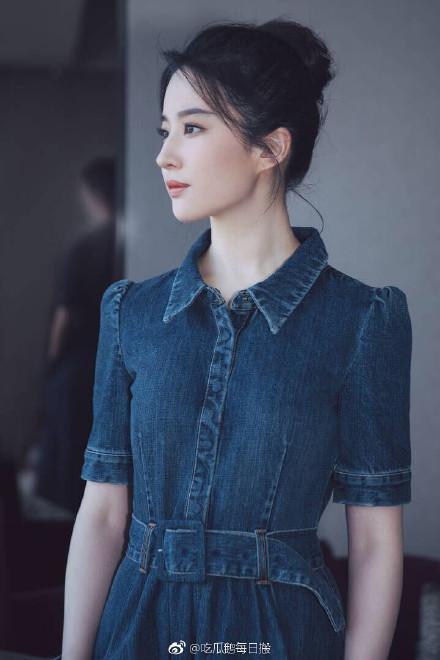 刘亦菲出席活动 粉丝:神仙姐姐终于出关了-第1张图片