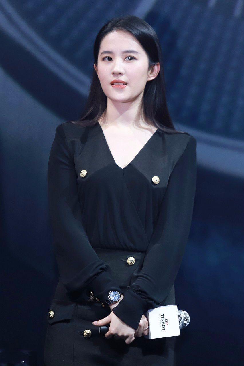 刘亦菲深v裙现身,网友:你还是那么美!-第5张图片