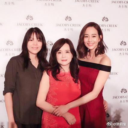 刘亦菲的妈妈听说比她本人还美,厉害了!-第5张图片