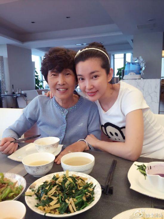 刘亦菲的妈妈听说比她本人还美,厉害了!-第8张图片