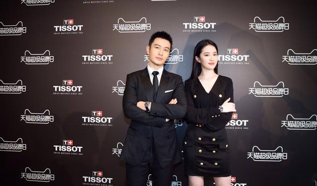 刘亦菲出席活动坐姿引争议 网友:还是自然点好-第3张图片