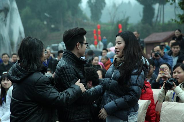 刘亦菲在南充素颜也很美丽,引粉丝追捧-第4张图片