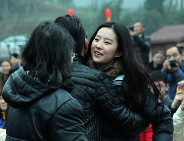 刘亦菲在南充素颜也很美丽,引粉丝追捧-第8张图片
