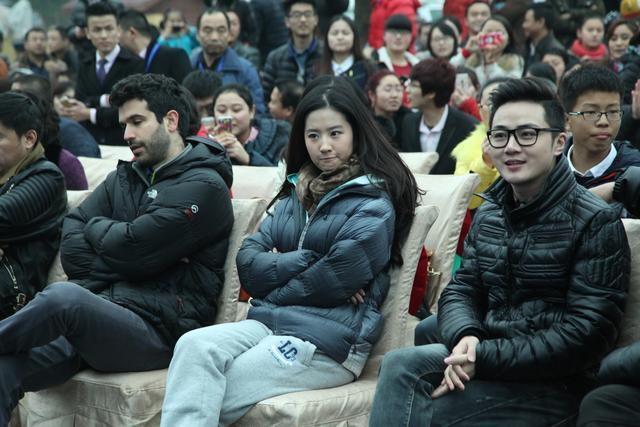 刘亦菲在南充素颜也很美丽,引粉丝追捧-第9张图片