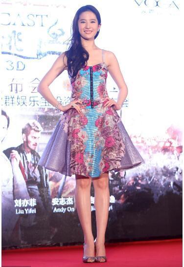 刘亦菲突然瘦腿, 网友:瘦了不止5斤吧!-第2张图片
