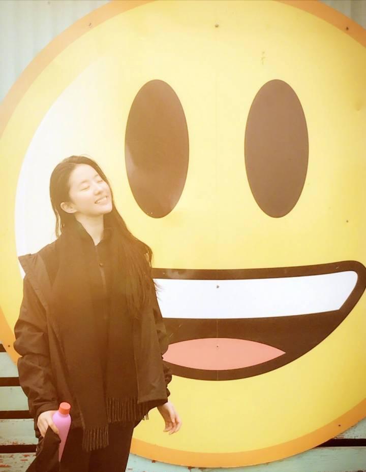 刘亦菲蒙面连发9个表情引网友疯狂猜测-第4张图片