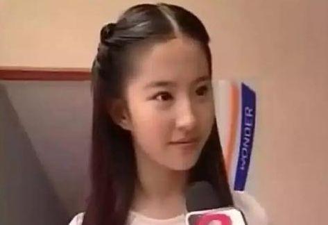 杨幂、刘亦菲出道美照,想不到唐嫣这么漂亮-第1张图片
