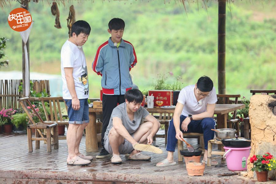 向往的生活:黄渤与刘亦菲为同届同学-第1张图片