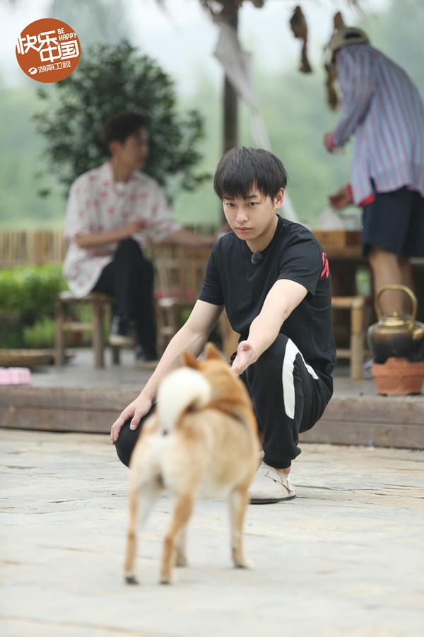 向往的生活:黄渤与刘亦菲为同届同学-第9张图片