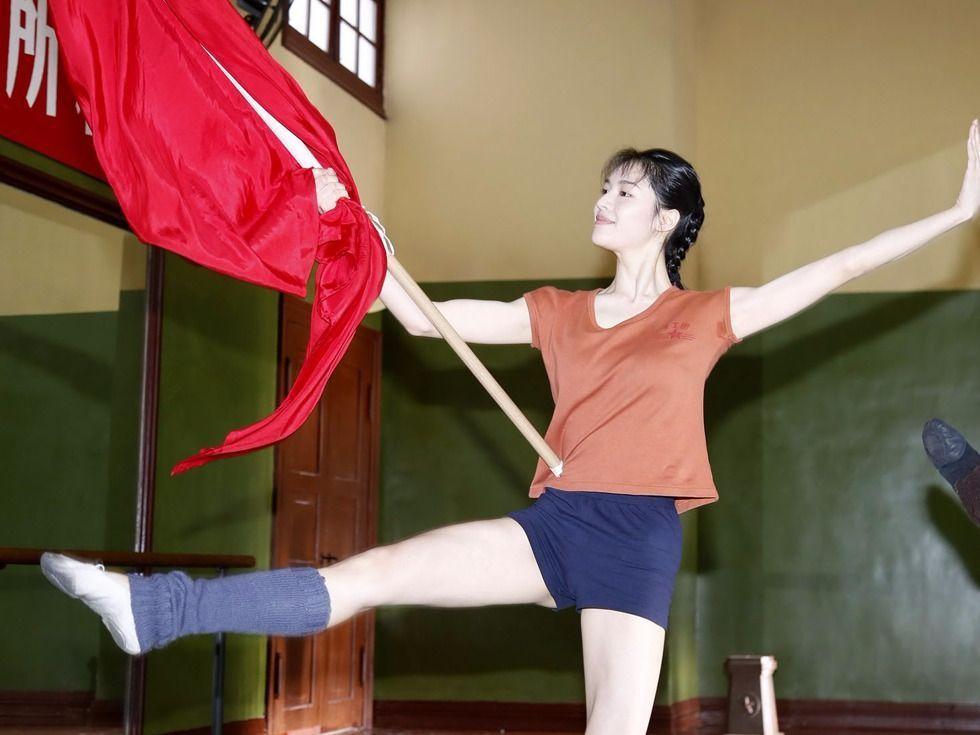 凭《芳华》走红的她,长相酷似刘亦菲,还恋上了刘亦菲的干爹-第3张图片