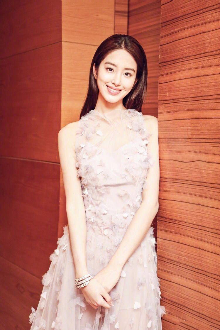 凭《芳华》走红的她,长相酷似刘亦菲,还恋上了刘亦菲的干爹-第5张图片