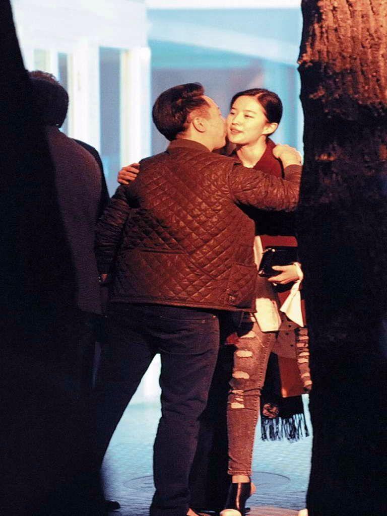 凭《芳华》走红的她,长相酷似刘亦菲,还恋上了刘亦菲的干爹-第8张图片