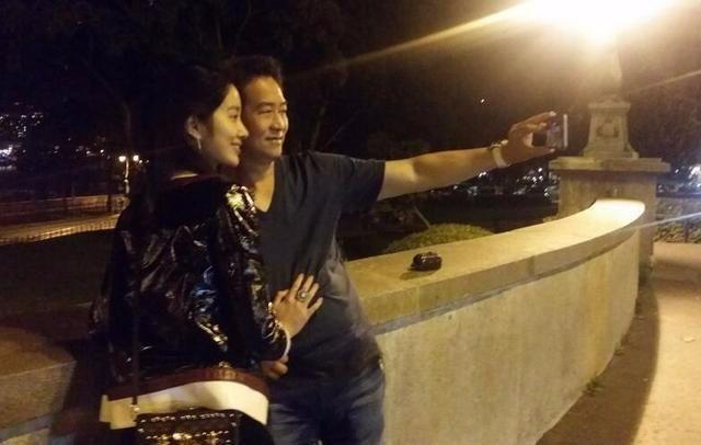 凭《芳华》走红的她,长相酷似刘亦菲,还恋上了刘亦菲的干爹-第10张图片