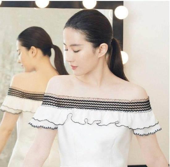 他是刘亦菲的初恋,他结婚时刘亦菲素颜出席,如今过得很幸福!-第1张图片