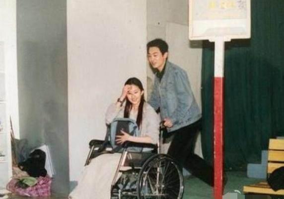他是刘亦菲的初恋,他结婚时刘亦菲素颜出席,如今过得很幸福!-第4张图片