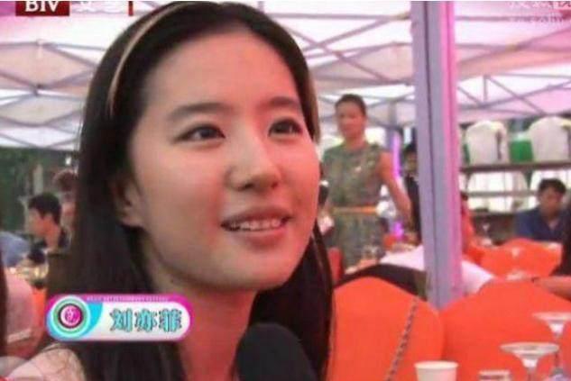 他是刘亦菲的初恋,他结婚时刘亦菲素颜出席,如今过得很幸福!-第7张图片