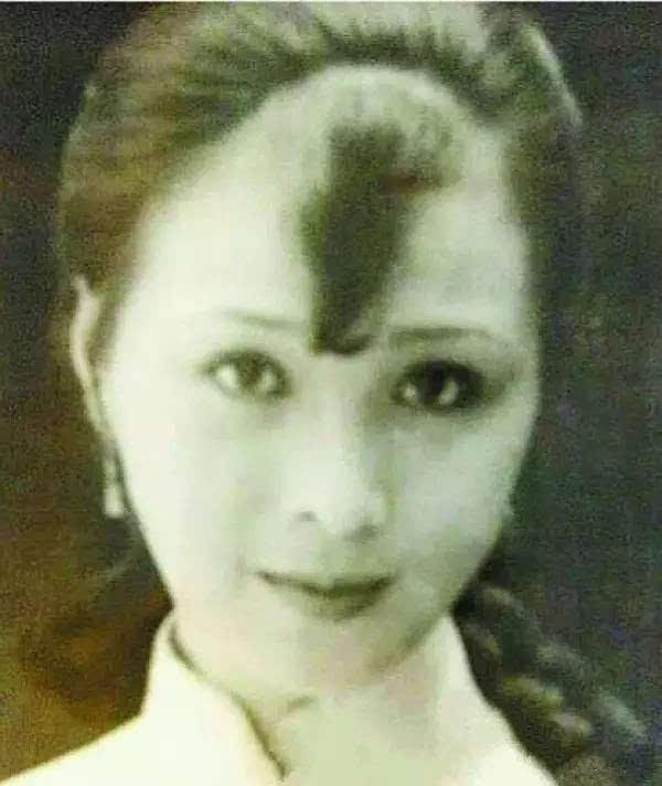 刘亦菲竟是全家最丑,如果都进入娱乐圈就没刘亦菲什么事了!-第8张图片