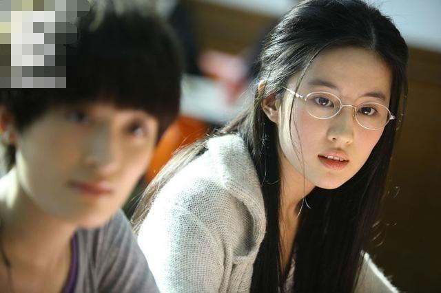 当刘亦菲戴上眼镜-第4张图片