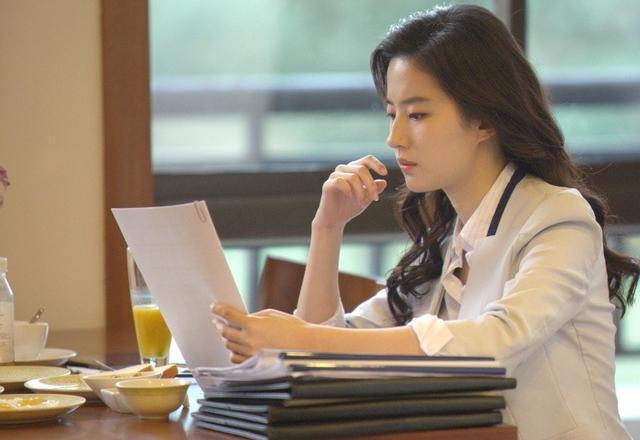 「胸针迷」刘亦菲白衬衫教科书-第5张图片