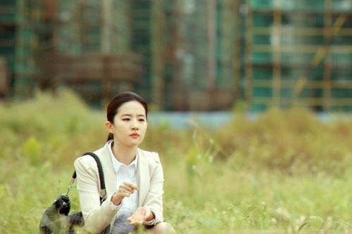 「胸针迷」刘亦菲白衬衫教科书-第12张图片